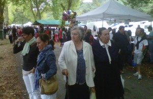 Gente, en la Feria de Angosto