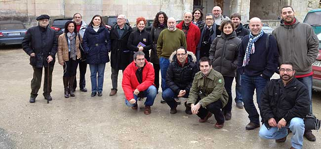 Foto de grupo de los asistentes al primer encuentro de twitteros y blogeros Valpuesta 2.0