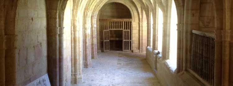 Imágenes del restaurado claustro de la colegiata de Valpuesta