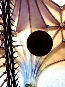 Colores que se aprecian, a ciertas horas, si miras al techo de la Colegiata de Santa María de Valpuesta