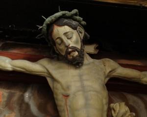 Detalle de la talla que se encuentra en el remodelado claustro de la Colegiata