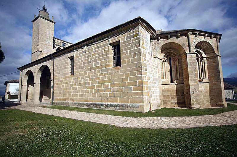 Arte románico: Cárcamo y Tuesta - slide 1