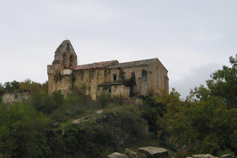 Visita la iglesia de San Esteban de Ribera (s. XII) y sus frescos medievales… - slide 1