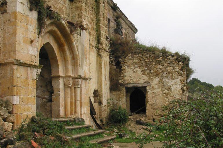 Visita la iglesia de San Esteban de Ribera (s. XII) y sus frescos medievales… - slide 5