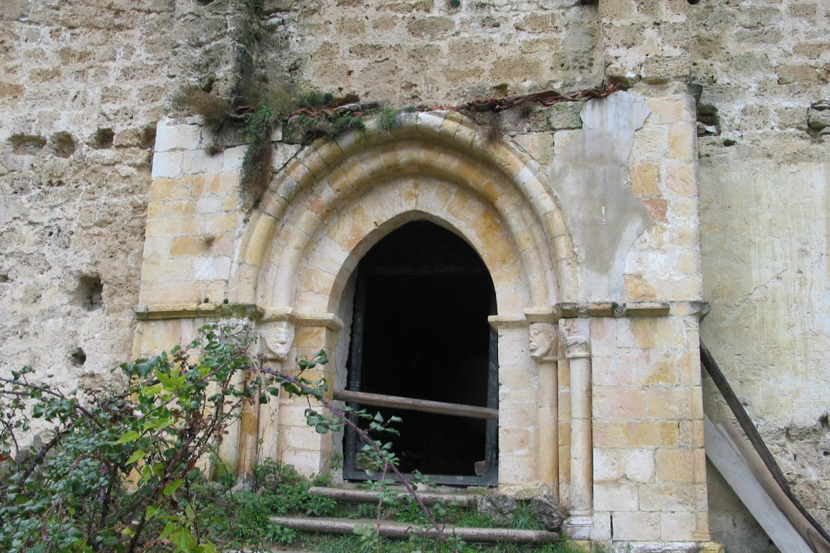 Visita la iglesia de San Esteban de Ribera (s. XII) y sus frescos medievales… - slide 4