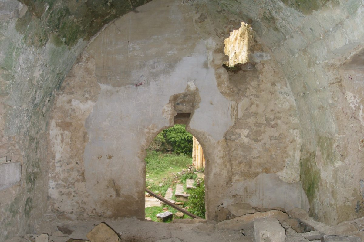Visita la iglesia de San Esteban de Ribera (s. XII) y sus frescos medievales… - slide 7